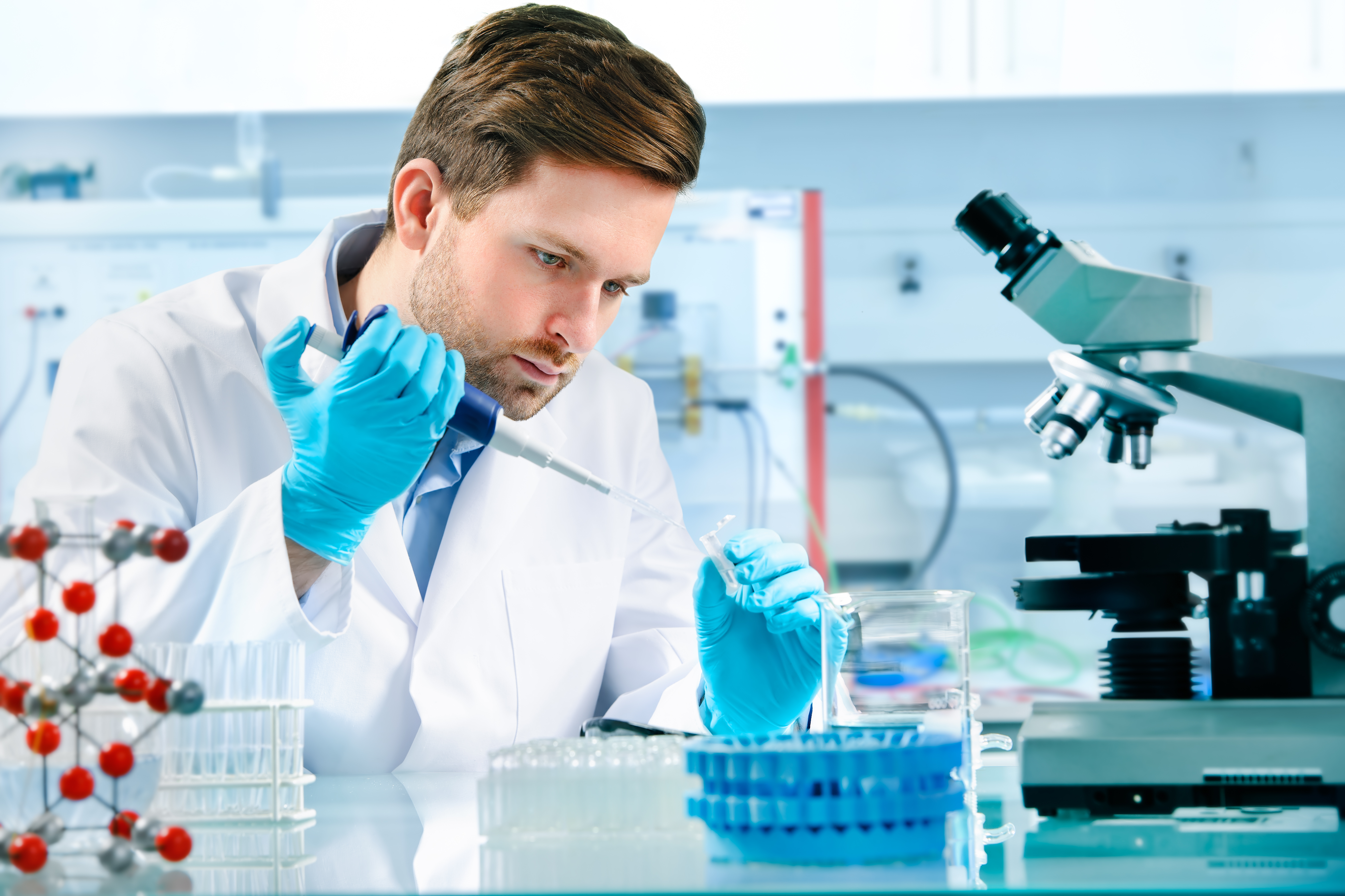 how to become a clinical research scientist